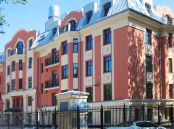 Пятиэтажный монолитно-кирпичный дом